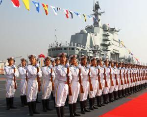 Armata chineza si-a propus sa construiasca un portavion gigant