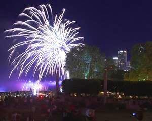 Operatiunea ''Foc de Artificii'': Politia este cu ochii pe cei care vand ilegal petarde si artificii