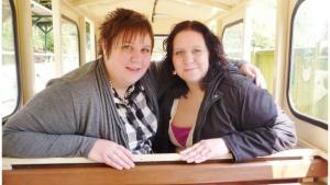 Doua surori gemene, ambele asistente, au murit de coronavirus la trei zile distanta