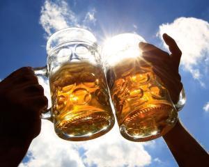 Scaderea pietei berii cu 9% pe primele 6 luni ale anului a determinat pierderi de 60 milioane lei pentru bugetul Romaniei