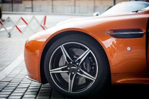 Aston Martin vrea sa se listeze la bursa in octombrie. Compania ar putea fi evaluata la aproape 7 miliarde de dolari