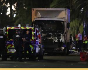 Franta, atacata (din nou) de teroristi de Ziua Nationala: 84 de morti, peste 150 de raniti
