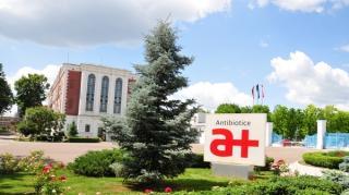 Compania Antibiotice a patruns pe pietele SUA si Marea Britanie cu noi medicamente asociate Covid-19