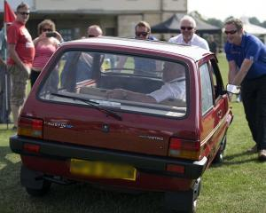 Masina printesei Diana, expusa in cadrul unui eveniment auto