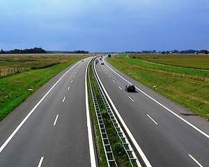 """Romania mai primeste 1,3 miliarde euro de la UE pentru a construi drumuri ca """"afara"""""""
