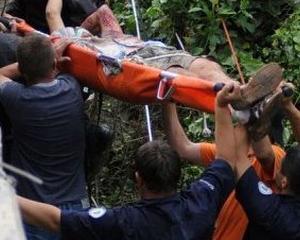 Masinile speciale asteapta ranitii din autocar, la Baza Aeriana 90
