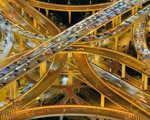 Asteptam sa vina chinezii sa ne faca autostrazi si cai ferate
