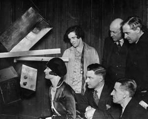 24 decembrie 1922 - BBC a transmis prima piesa de teatru radiofonic din istorie cu ocazia Craciunului
