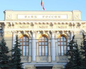 Rusia: Banca centrala nu poate avertiza bancile inainte sa le revoce licenta