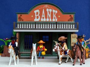 Da-i unui om o arma si acesta va putea jefui o banca. Da-i unui om o banca si el va putea jefui o lume intreaga