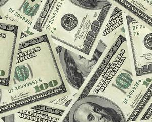 Un american a returnat un sac ticsit cu 125.000 de dolari, care cazuse dintr-o masina blindata