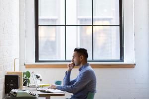 Cateva metode pentru a evita starile de melancolie induse de sezonul rece atunci cand esti la birou