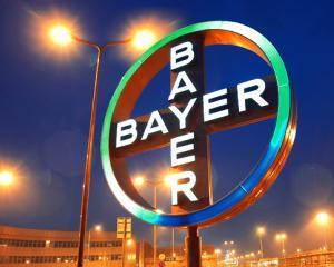 """Cercetatori pentru o zi: In """"Laboratorul de stiinte BAYER"""", elevii descopera secretele stiintelor naturii"""