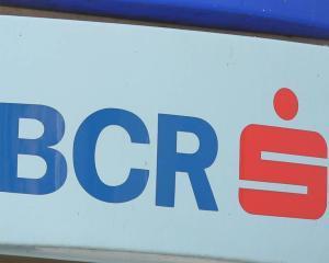 BCR: Peste 3,8 milioane de tranzactii efectuate prin reteaua de ghisee automate