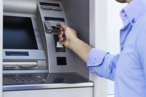 O importanta banca din Romania a blocat toate cardurile clientilor de Rusalii