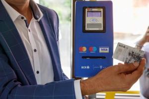 Calatoriile cu mijloacele de transport ale STB vor putea fi platite direct cu cardul bancar contactless