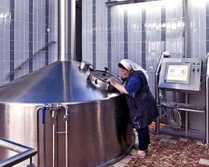 """O maicuta din Europa se """"bate"""" cu barbatii in productia de bere"""