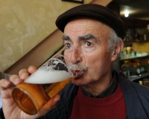 Veste buna pentru barbati: Multe probleme psihologice pot fi tratate cu bere