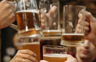 La anul, spectatorii meciurilor Cupei Mondiale la fotbal din Qatar vor cheltui mai mult pentru bere decat pentru biletele la meciuri, cazare si transport