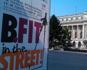 Festivalul B-FIT aduce, de maine, dinozauri, acrobati si artisti, in centrul Bucurestiului