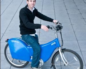 Israel: Antreprenorul Micah Toll construieste biciclete electrice pentru navetisti