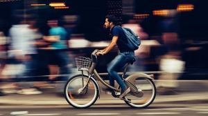 Soferii care sunt si ciclisti pot identifica pericolele mai repede