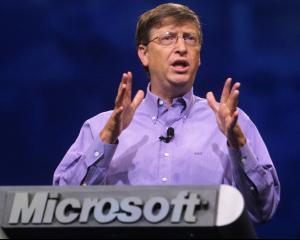 Bill Gates spune ca in 20 de ani multi oameni vor ramane fara joburi, fiind inlocuiti de masini inteligente