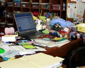 Un birou in dezordine ar putea fi un lucru bun