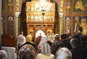 Au fost relaxate regulile pentru Biserica: Credinciosii, impartasiti tot cu o singura lingurita, dezinfectata dupa fiecare in parte