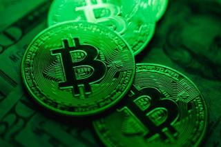 CEO-ul JP Morgan: Bitcoin o sa fie reglementat de o sa il ia naiba, nu valoreaza nimic. Totusi, interesul criptografic e in plina expansiune