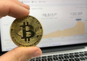 Bitcoin scade aproape de minimul anului 2018, dupa un atac cibernetic de 40 mil.Dolari