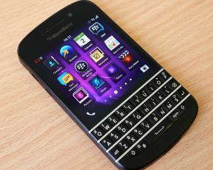 BlackBerry va renunta la productia de smartphone-uri