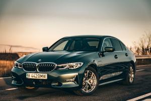 TEST DRIVE. BMW 330e (G20) - mai bun ca 330i?