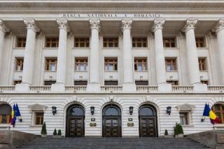 Rezervele valutare s-au redus cu 402 milioane de euro