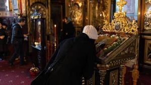 BOR a publicat noile reguli pentru slujbele in interiorul bisericilor: Intre credinciosi sa fie o distanta de 2 m in orice directie