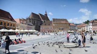 Turistii straini isi redeschid pungile si cardurile: au cheltuit in Romania peste 171 de milioane de lei