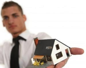 Goana dupa locuinta va poate lasa fara multi bani. Care sunt capcanele agentilor imobiliari?