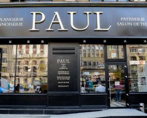 Lantul de brutarii Paul deschide a zecea patiserie