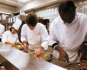 Germania cauta manageri de restaurant si bucatari, salariile depasesc 2.000 de euro