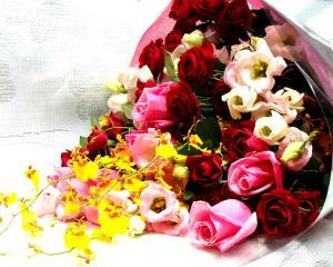 Cat de inventivi sunt romanii cand trimit flori