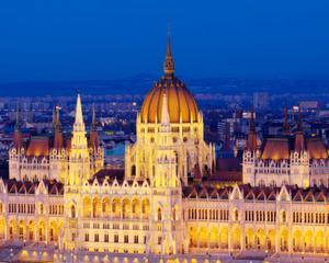 """Turneul Teatrului Romanesc din Ungaria si vernisajul expozitiei de fotografie """"Flashback - Comunismul in imagini"""" in organizarea Institutului Cultural Roman Budapesta"""