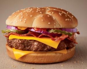Se raceste hamburgerul la McDonald's?