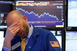 Bursele americane se prabusesc, pe masura ce ratele dobanzilor cresc si criza energetica persista