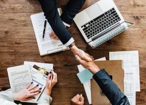 7 servicii la care apeleaza firmele din diferite arii de activitate