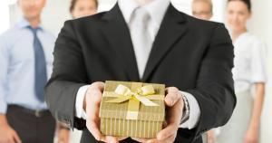 Codul bunelor maniere in business: Arta de a oferi cadouri