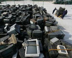 Sute de calculatoare tranformate din gunoi in electronice utilizabile