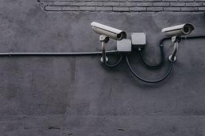 Se impune instalarea camerelor de supraveghere in scarile de bloc?