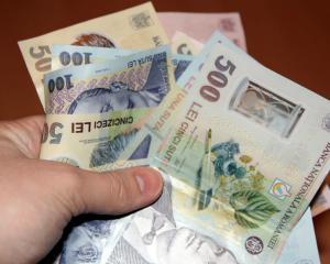 Firmele romanesti platesc salarii de doua ori mai mici in comparatie cu firmele straine