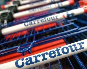 Carrefour strange hrana pentru cainii si pisicile din adaposturile din Romania