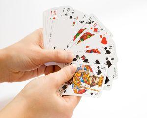 Educatia prin cartile de joc - o provocare serioasa